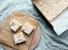 This is the recipe for the original rice krispies treats squares.It never fails! Plus, it is a great way to use up a box of cereal! For best results, use fresh marshmallows. I have replaced the butter once with Mott Rice Krispies, Rice Krispie Treats, Cereal Treats, Gourmet Recipes, Snack Recipes, Dessert Recipes, Desserts, Fish Snacks, Postres