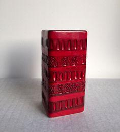 Vintage Vase, deutsche Keramik, Relief, 70er, Bitossi Ära, Rot von moovi auf Etsy