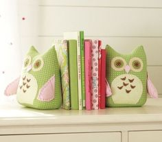 owl bookends by jerry.......LOVE for when we redo Rachael's room!