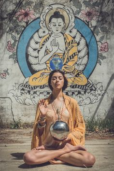 """hallucinating-faeries: """" the-art-of-yoga: """" """"Do not dwell in the past, do not dream of the future, concentrate the mind on the present moment."""" -The Buddha Teacher Zinastar Photography yogicasino ॐ☯ the-art-of-yoga ☯ॐ """" """" Buddha Meditation, Chakra Meditation, Kundalini Yoga, Yin Yoga, Mindfulness Meditation, Buddha Kunst, Art Buddha, Buddha Painting, Buddha Buddhism"""