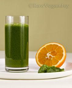 Cocktail verde cu suc de portocale