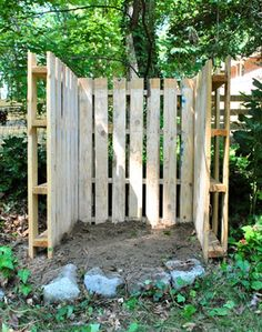 45 Pallet Projects DIY | 101 Pallets For a bin enclosure, or for storing fire wood, or a compost heap