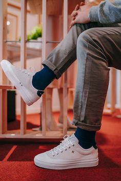 Baskets blanches de la marque Newlab modèle NL01 #sneakers #whitesneakers #mode #homme #baskets #newlab Bleu Marine, Adidas Stan Smith, Adidas Sneakers, Converse, Mens Fashion, Shoes, White Sneakers, Guy Fashion, Foot Pads