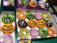 krispy kreme japan m Halloween - Donut Decor Halloween Themed Food, Halloween Donuts, Halloween Desserts, Easy Halloween, Halloween Treats, Halloween Zombie, Halloween Spider, Krispy Kreme, Donut Decorations
