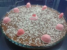 Preparados para chuparos los dedos??.. pues os aseguramos que hoy así será. Esta es una tarta de chocolate suave, nada empalagosa, ri...