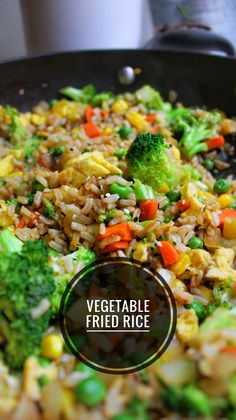 Easy Vegetable Fried Rice Here's a quick vegetarian dish that you can try for your next meal prep. All you need is a few vegetables, cooked rice and soy sauce. Vegetarian Dishes Healthy, Healthy Rice Recipes, Vegetarian Recipes Videos, Vegetarian Recipes Dinner, Veggie Dishes, Vegetable Recipes, Easy Quick Vegetarian Meals, Quick Recipes, Meatless Dinner Ideas