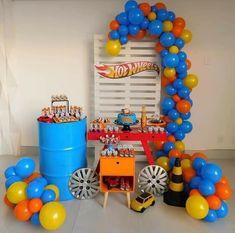 Fazer assim com coisas de casa Hot Wheels Birthday, Hot Wheels Party, Race Car Birthday, Race Car Party, Monster Truck Birthday, Cars Birthday Parties, 5th Birthday, First Birthdays, Hotwheels Party Ideas