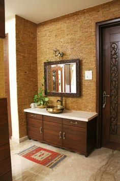 The perfect way to install wash basin in your dining area. The stone cladding tiles give the vibrant look and feel to the wall. The brass sink adds to the beauty of the space. Kitchen Interior, Interior, Trendy Bathroom, Interior Tiles, House Interior, Living Room Mirrors, Indian Home Interior, Mirror Wall Bedroom, Washbasin Design