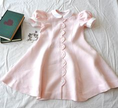 Scalloped button placket for the back of the geranium dress? Baby Outfits, Little Dresses, Little Girl Dresses, Kids Outfits, Girls Dresses, Baby Girl Fashion, Kids Fashion, Gothic Fashion, Style Fashion