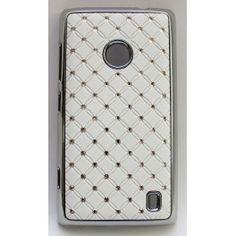 """Näyttävä suojakuori Lumia 520:n. Kuoren reunukset ovat kiiltävää """"hopeaa"""" ja takakannessa on valkoisella taustalla pieniä tekojalokivia."""