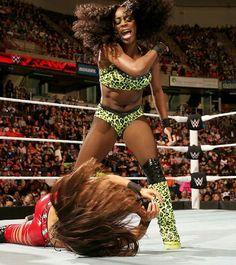 Naomi facing Brie Bella