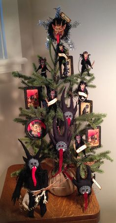 Next year...in good time for St Nikolaus Tag....the Krampus tree!!!!