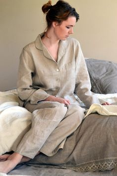Luxurious off white stonewashed linen sleepwear. Women pyjama set in ... b185295795
