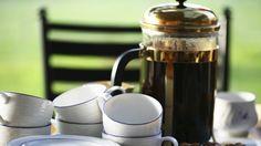 Frische und Energie nicht aus dem Kühlregal, sondern aus Ihrem Kühlschrank: Der kaltgebraute Kaffee ist ziemlich lecker und besonders magenfreundlich. Außerdem hat er keine Kalorien und ist ein ideales Dessert für alle, die noch ein bisschen an der Bikini-Figur arbeiten.