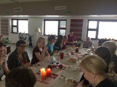 Kiitos kahvit Katajassa Leijona Ladyt ja yläkoulun Oppilaskunnan edustajat... Mukana myös asukkaita ja henkilökuntaa.