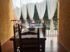 Te encantará este bungalow en Calicanto con piscina privada que consta de 3 plantas (1 garaje + 2 vivienda) y se encuentra en perfecto estado de mantenimiento.