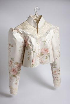 Alice Jacket made from 'paper' by Jennifer Collier Paper Book, Paper Art, Paper Crafts, Jennifer Collier, Paper Clothes, Paper Dresses, A Level Textiles, Paper Fashion, Floral Fashion