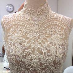 Mais um vestido em processo de construção! ❤️ #vestidodenoiva #bride #wedding #weddingdress #casamento #amor #love #inspiração #ceremony #romance #together #felicidade #happiness #bridesmaids #celebration #forever #bridestyle #glam #luxo