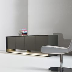 Designer: Gino Carollo A project dedicated to emotions, to functionality and to styling, to the desire to be surrounded by high-tech objects.Sunrise is a sideboard with three or four doors. It is made of matt lacquered wood in white, anthracite grey or quartz grey, with glass internal shelves. Also available in the Sunrise Light version, with a light fitted in the visible compartment.