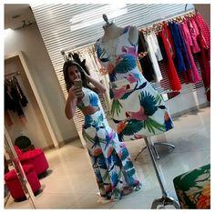 Vim arrumar a loja para amanhã mas não consigo terminar , com tanta roupa linda !!!! Louca nessa estampa de arara @skazimoda !!!! Quero tudo !!!#summer2015#summermangarosa — em Manga Rosa.