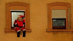 Hatt mal jemand eine Leiter ?  :-) ...  Der ärmste sitzt im zweiten Stock und braucht Hilfe. Sonst sitzt er vielleicht an Ostern noch dort. :-)