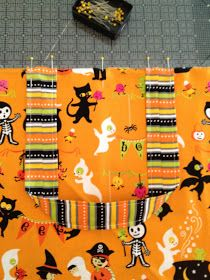 Trick or Treat Bag Tutorial Diy Halloween Trick Or Treat Bags, Easy Halloween Crafts, Halloween Bags, Fall Halloween, Halloween 2018, Missouri Star Quilt, Sewing Studio, Easy Quilts, Vintage Quilts