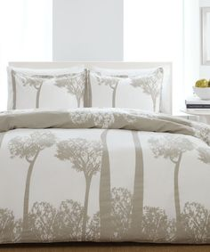 white and gray bedding