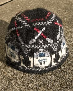 Star Wars Hat ... I have an EPIC need for this hat... this is the straw that broke the camel's back- I am going to learn knitting.