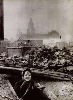 The atomic bombings of Nagasaki and Hiroshima were the most devastating acts of war that have ever occurred. On August 9 a bomber dropped a an atomic bomb on Nagasaki, which killed about people, inciting Japan's withdrawal from World War II. Old Pictures, Old Photos, Vintage Photos, Vintage Artwork, Rare Historical Photos, Rare Photos, Ali Michael, World History, World War