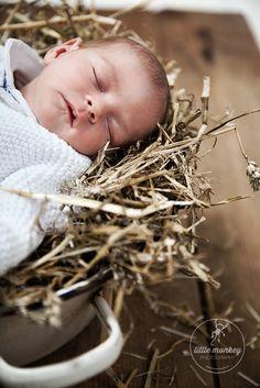 Neugeborenenfoto/ Babyfotos der Babyfotografin/ Kinderfotografin © Miriam Ellerbrake, Little Monkey Fotostudio Berlin