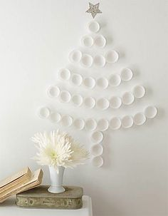 DIY Christmas tree (cupcake holders or plastic cups)- you could do it with green plastic cups too! alternative Christmas Tree for when there is no room. Diy Christmas Art, Christmas Tree Cupcakes, Diy Christmas Decorations Easy, Noel Christmas, Xmas Tree, White Christmas, Cupcake Tree, Paper Cupcake, Diy Cupcake