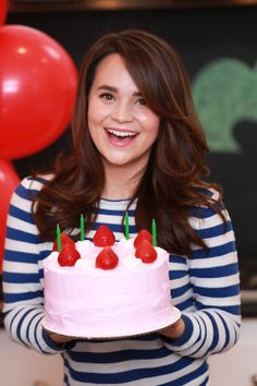One of my favorite Youtubers, Rosanna Pansino, made an awesome Animal Crossing Birthday Cake!