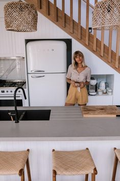 Ellie Bullen is a author, nutritionist and world traveller. Step inside her brand new home and explore how she has created the perfect beach side sanctuary.