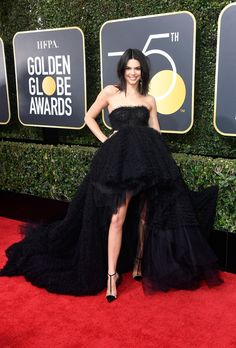 Kendall Jenner at Golden Globes 2018 : Kendall took the couture turn and opted for this strapless Giambattista Valli ball gown with asymmetrical hemline. Lorraine Schwartz earrings and simple hair-makeup completed the look. Kendall Jenner Outfits, Kendall Jenner Estilo, Kylie Jenner Fotos, Kendall Jenner Bikini, Kendall Jenner Photos, Golden Globe Award, Golden Globes, Celebrity Red Carpet, Celebrity Style