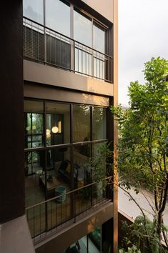 Studionomad has built Lom Haijai, block of five apartments in Bangkok, each with its own tree growing through the louvres of the facade. Facade Architecture, Residential Architecture, Amazing Architecture, Concrete Facade, Small Terrace, Dream House Interior, Apartment Design, Townhouse, New Homes