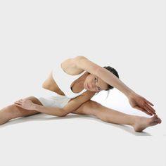 Stretching: exercises for beginners - Diaporama Shape - Doctissimo - Fitness and Exercises Qi Gong, Pilates Quotes, Yoga 1, Bhakti Yoga, Flexibility Workout, Stretching Exercises, Yoga Fashion, Pole Dancing, Yoga Fitness