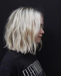 Medium Hair Cuts, Medium Hair Styles, Curly Hair Styles, Short Styles, Haircut Medium, Short Blunt Haircut, Short To Medium Hair, Blonde Hair Styles Medium Length, Blunt Bob Medium