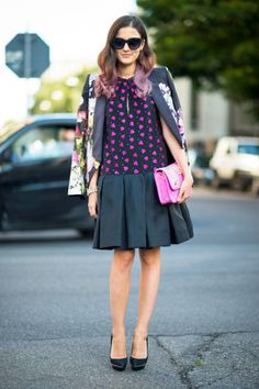 Pink dip-dyed hair to match your purse #streetstyle