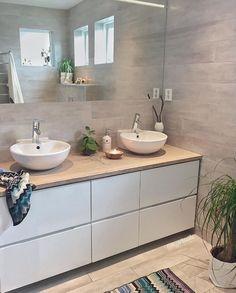 is not only available in large formats: this variant ensures a good . - Fliesen in Holzoptik - Badezimmer Condo Bathroom, Bathroom Toilets, Bathroom Renos, Bathroom Furniture, Modern Bathroom, Small Bathroom, Master Bathroom, Bathroom Ideas, Bad Inspiration