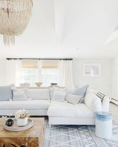 Coastal Living Rooms, Rugs In Living Room, Living Room Designs, Living Room Decor, Beach Living Room, Living Room Paint, Lake House Family Room, Hamptons Living Room, Living Room Shelves