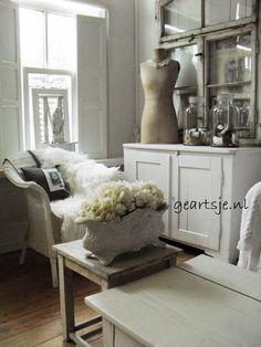 Bij Geartsje ▇ #Vintage #Home #Decor via - Christina Khandan on IrvineHomeBlog - Irvine, California ༺ ℭƘ ༻