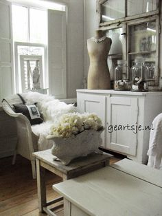 Bij Geartsje ▇  #Vintage #Home #Decor  via - Christina Khandan  on IrvineHomeBlog - Irvine, California ༺ ℭƘ ༻