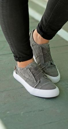 Blowfish Shoes Sneaker Style Marley in Grau - ShoesShoesShoes - Schuhe Hot Shoes, Women's Shoes Sandals, Shoe Boots, Shoes Sneakers, Grey Sneakers, Grey Sandals, Grey Heels, Grey Boots, Flats