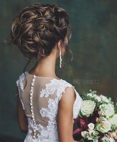 Pretty Updo Wedding hairstyle #messyupdo #updos #bridalupdos #weddinghair #bridalhair