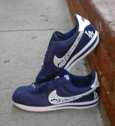 235644ebcfa Customized Bandana LA Dodgers Nike Sneakers