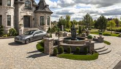 Techo-Bloc's Flagstone paver is a mosaic of carefully sculpted stone which appears to be the work of a highly skilled stonework mason. Flagstone Pavers, Brick Pavers, Paver Stones, Front Yard Landscaping, Curb Appeal, Exterior Design, Restoration, House Styles, Outdoor Decor