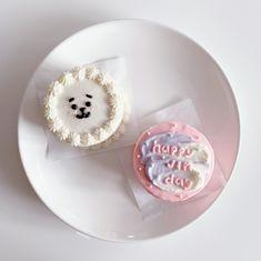 Pretty Birthday Cakes, Pretty Cakes, Bts Cake, Simple Cake Designs, Korean Cake, Pastel Cakes, Cute Baking, Cute Desserts, Just Cakes