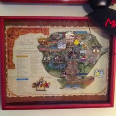 Free maps from Disney, cork, shadow boxes. Disney Home, Disney Fun, Disney Style, Disney Magic, Disney Souvenirs, Disney Trips, Disney Pin Display, Disney Diy Crafts, Disney Pin Collections