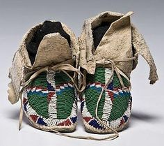 Moccasins | Sioux Child Beaded Hide 6 inch