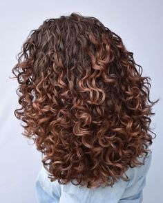 Sometimes changing up your look and hair color can be a good thing. Going from light to dark, or the reverse can easily put a whole new spin on your l. curly hair 20 Short Hair Color Ideas for A Change-Up in 2020 Dyed Curly Hair, Curly Hair Styles, Colored Curly Hair, Curly Hair Tips, Natural Hair Styles, Brown Curly Hair, Curly Girl, Hairstyles Bangs, Long Face Hairstyles